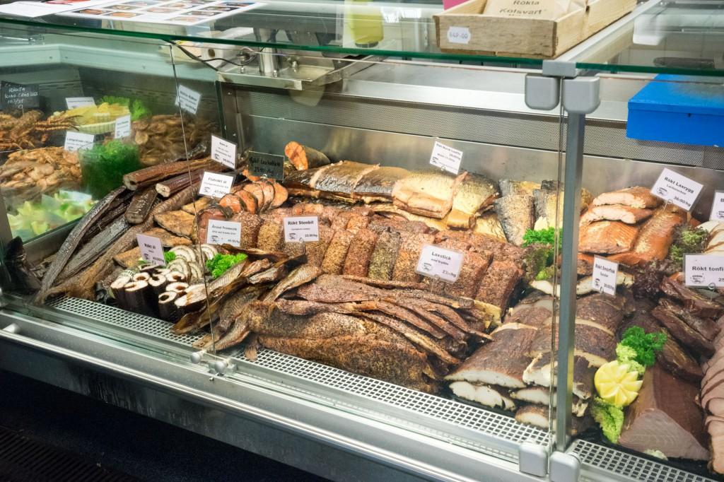 Fischtheke in Kåseberga (vh)