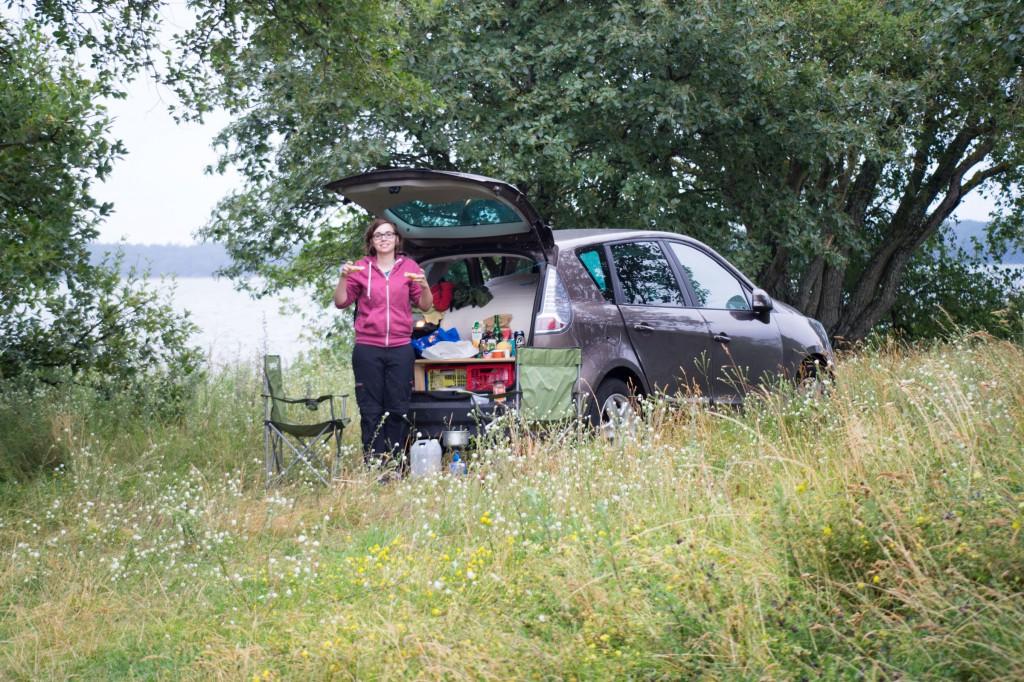 """Unser """"Wild""""campingplatz auf Öland - ich mit Makrelenbrötchen (pp)"""