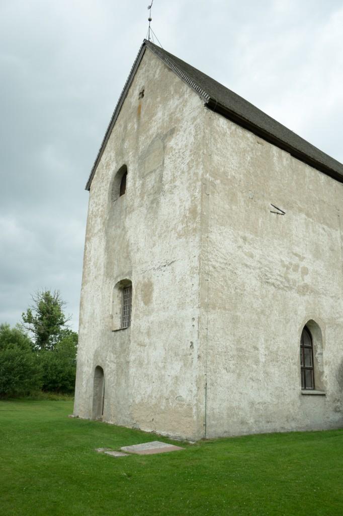 Källa kyrka von außen (pp)