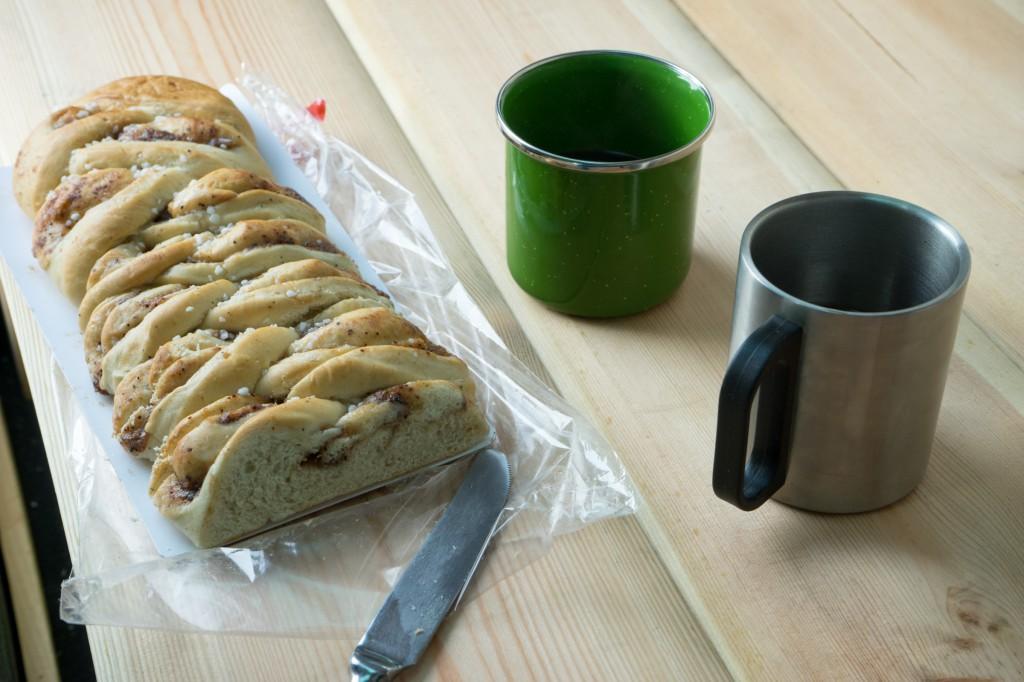 Zimtteil und Kaffe Frühstück (vh/pp)