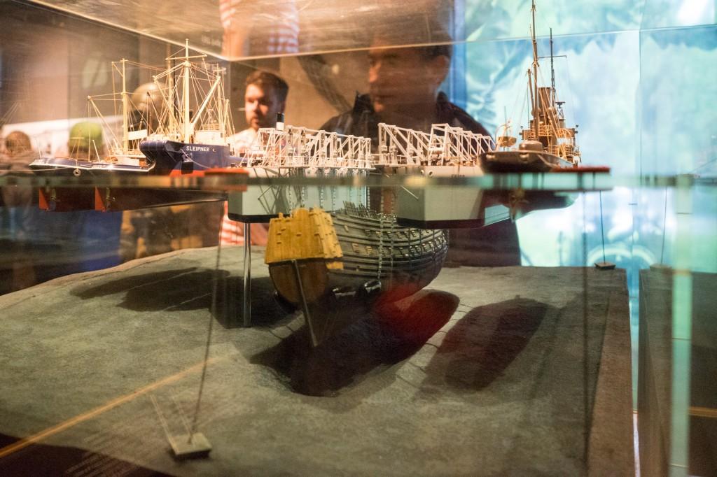 Nachstellung der Bergung des Schiffes (pp)