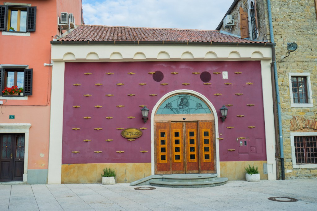 Rotes Haus in Koper (vh)