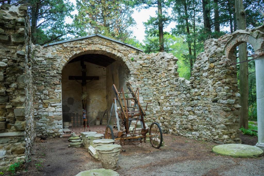 Eine Ruine im Schlosspark (vh)