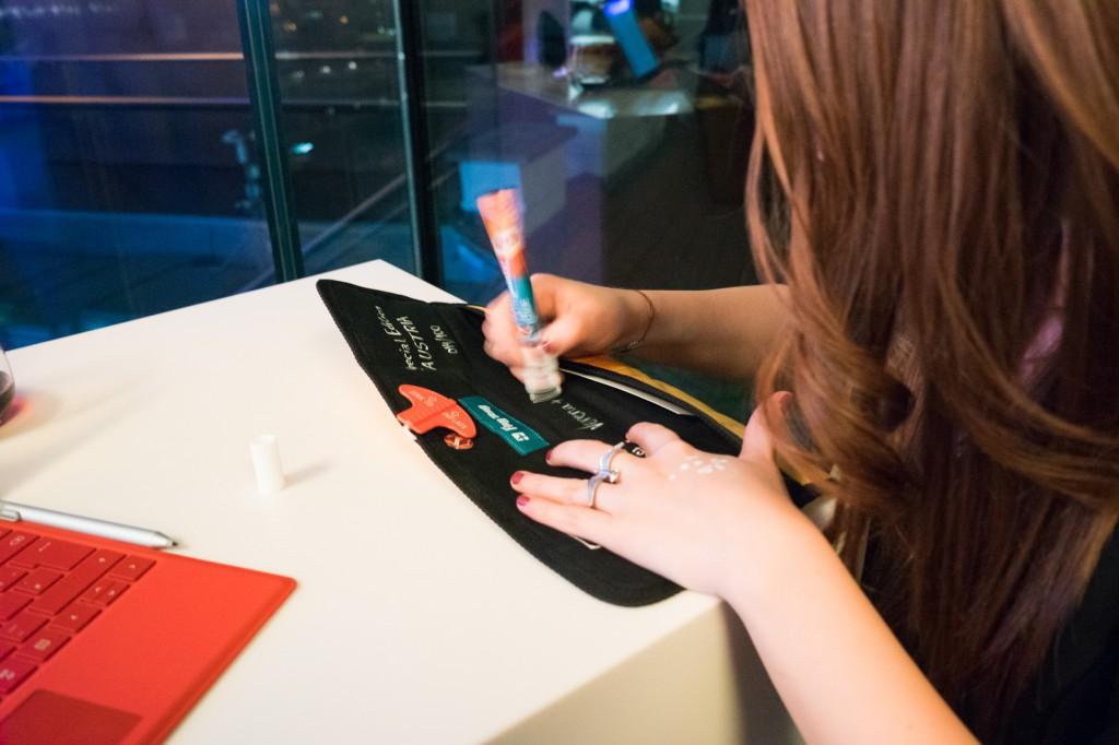 Die Künstlerin Jelena Radenkovic hat für jeden eine Surface Pro 4 Tasche individualisiert. (pp)