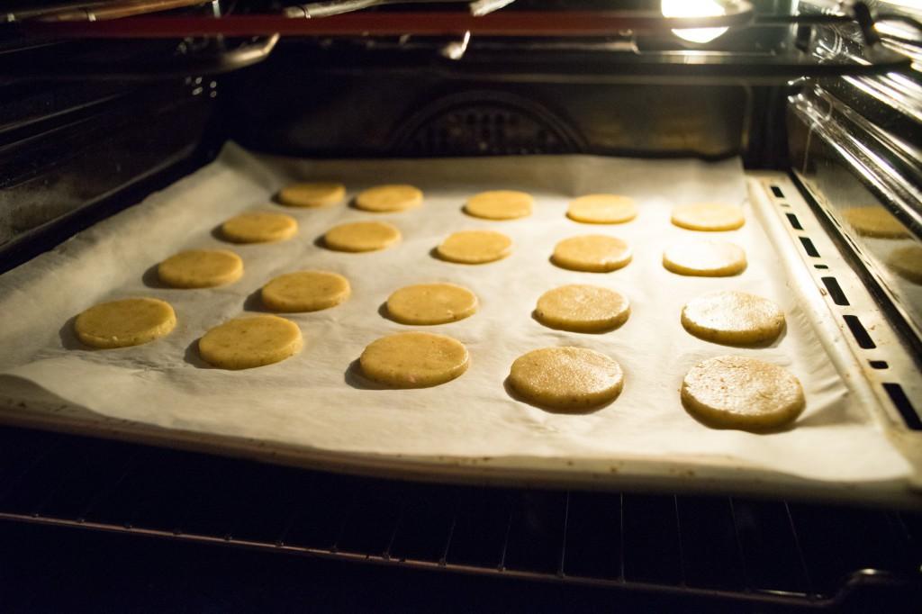 Die Kekse bei 175 Grad 8-10 Minuten backen (vh)