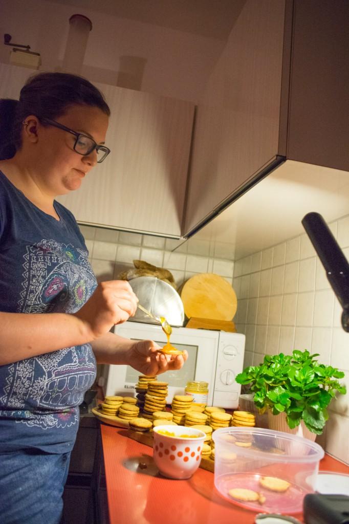 Kekse mit Marmalade bestreichen (pp)