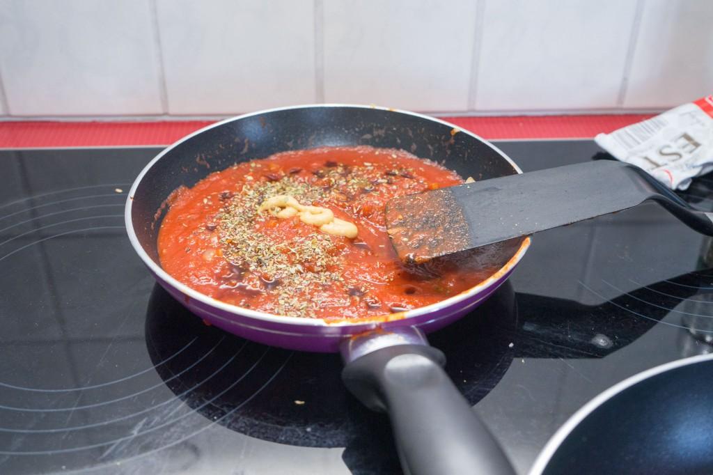 Die Tomatensauce.
