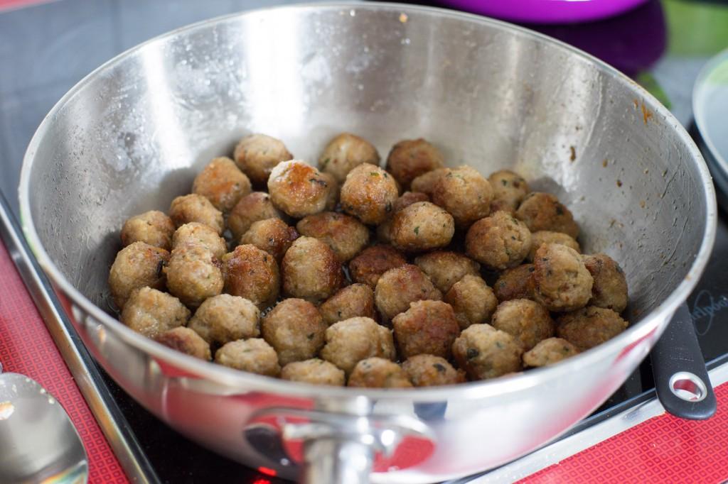Knusprig gebratene Fleischbällchen.
