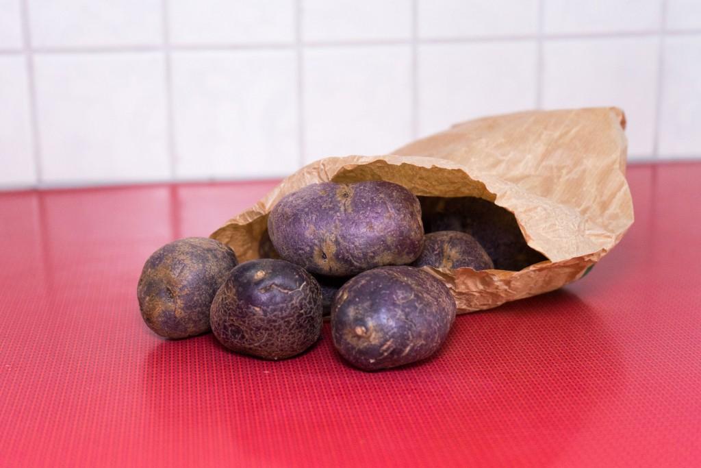 Wunderschöne violette Kartoffeln.