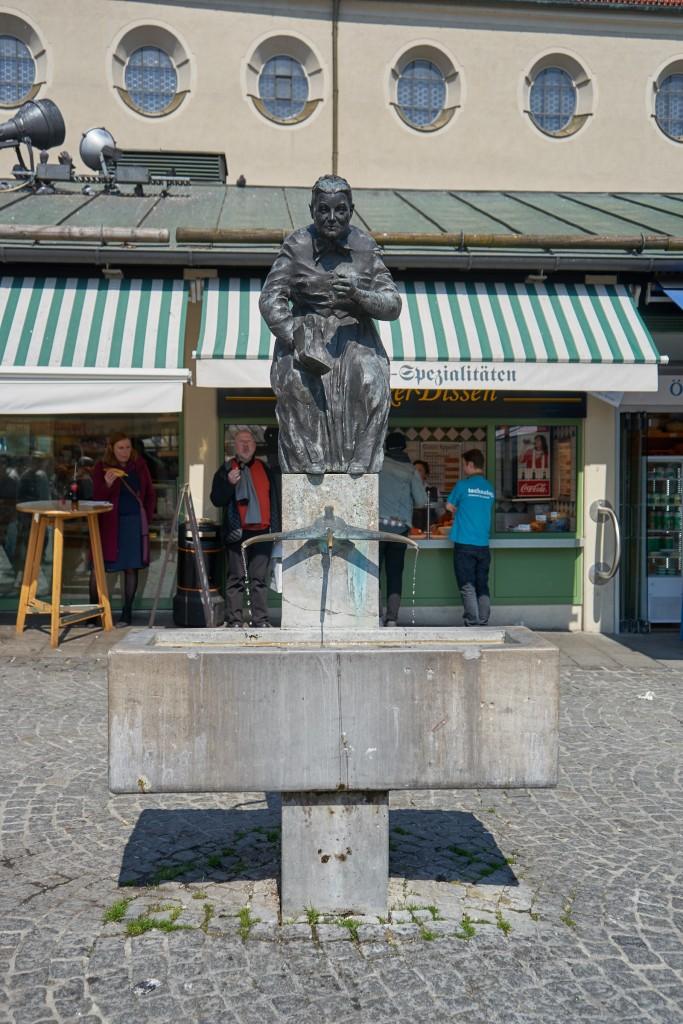 Ein kleiner Trinkwasserbrunnen am Viktualienmarkt (pp)