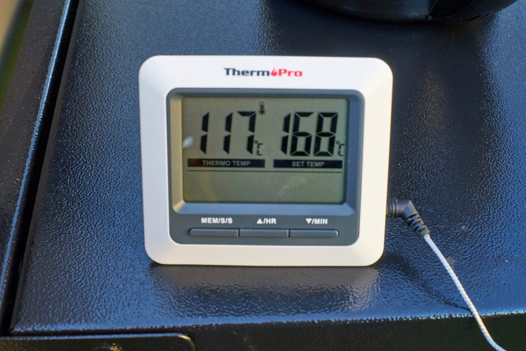 Die Temperatur im Griller sollte ca. zwischen 115 und 120 Grad liegen.