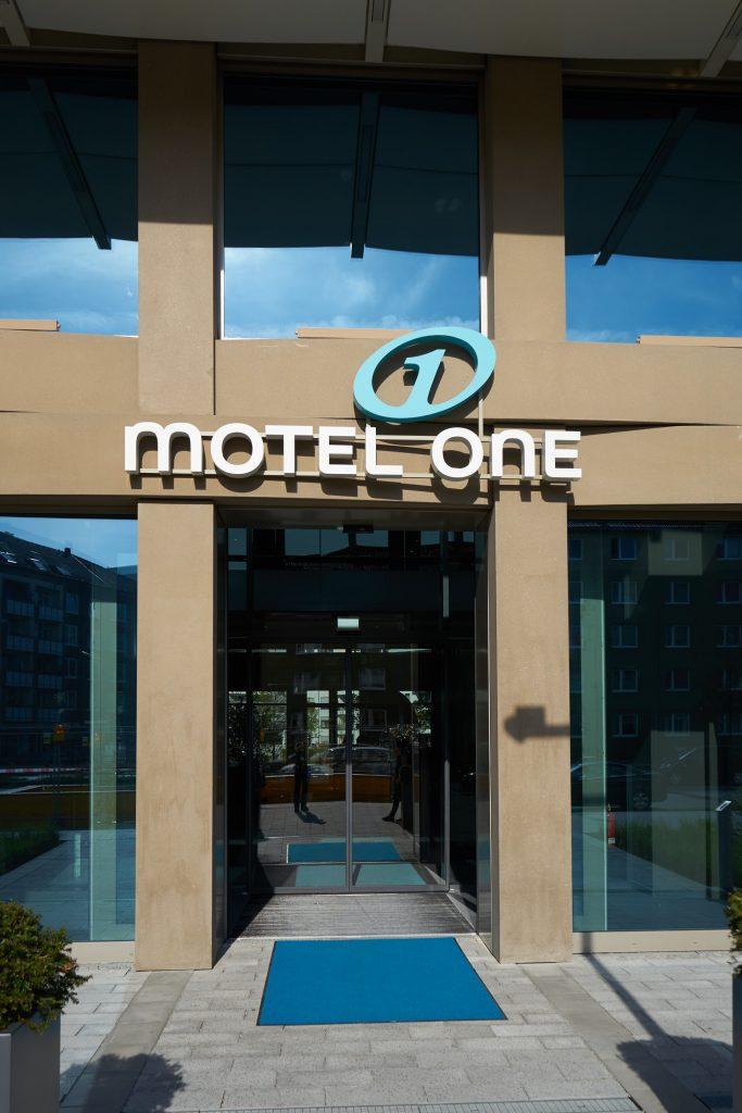 Eingang zu unserem Motel One.