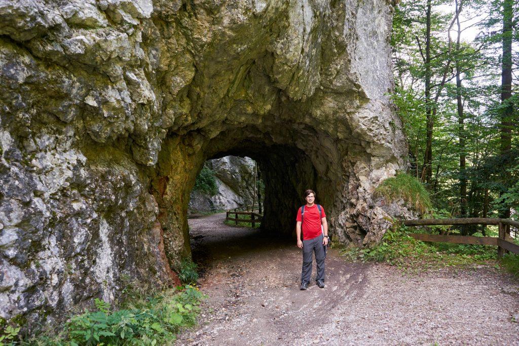 Patrick am Rückweg zur Höhle.