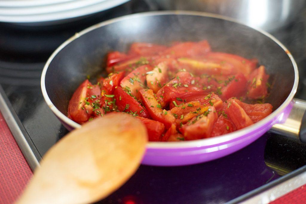 Tomaten in der Pfanne.