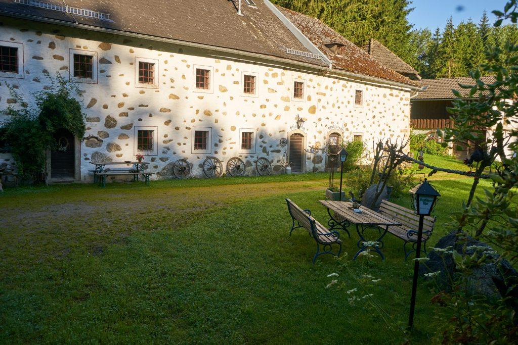 Ein alter Hof am 10-Mühlenwanderweg.