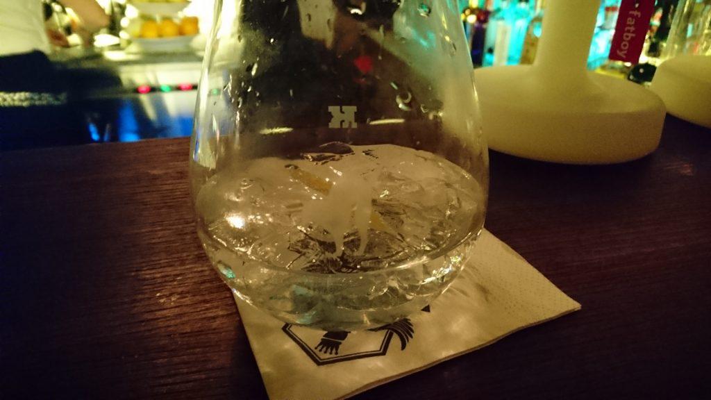 Ein Glas Gin im Stollen 1930 in Kufstein.