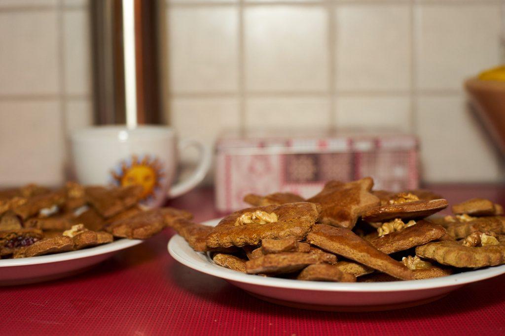 Lebkuchen auf Tellern