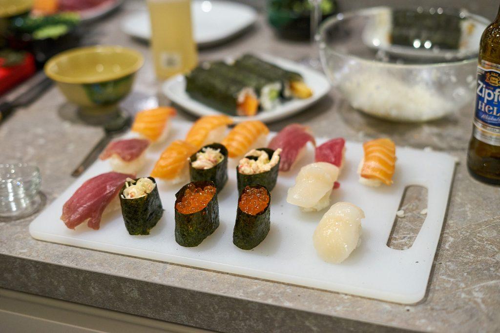 Meine Platte mit verschiedenen Sushis. Sushi-Kurs Linz.