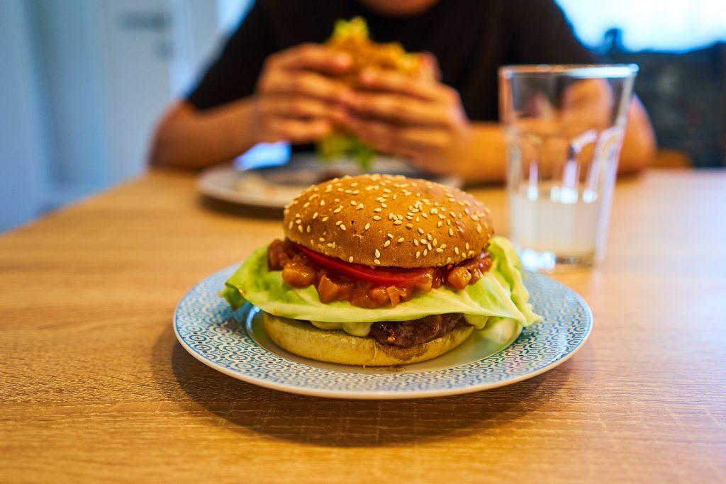 Mein angerichteter Burger mit genialer Burgersauce