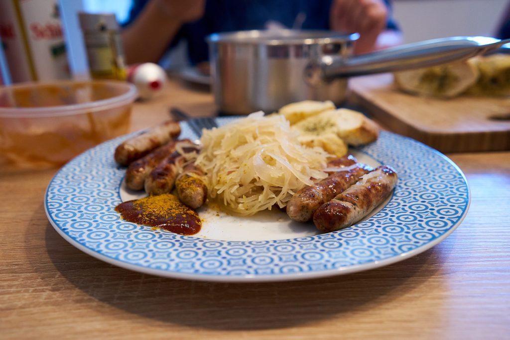 Bratwürstel mit Sauerkraut