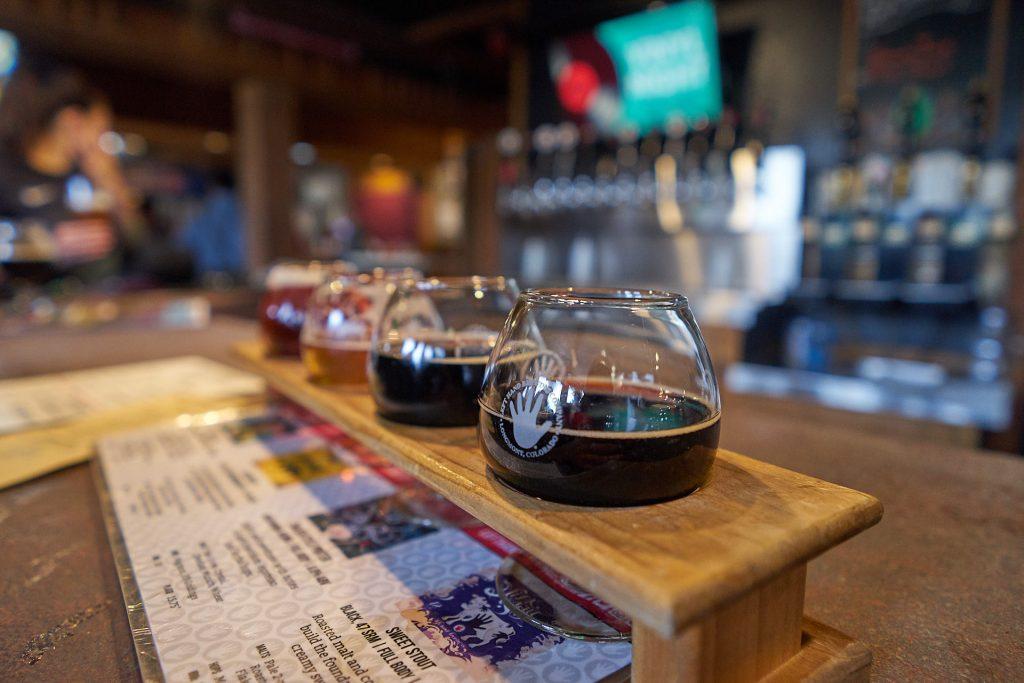 Bier-Kostprobe in der Left Hand Brewing Company.