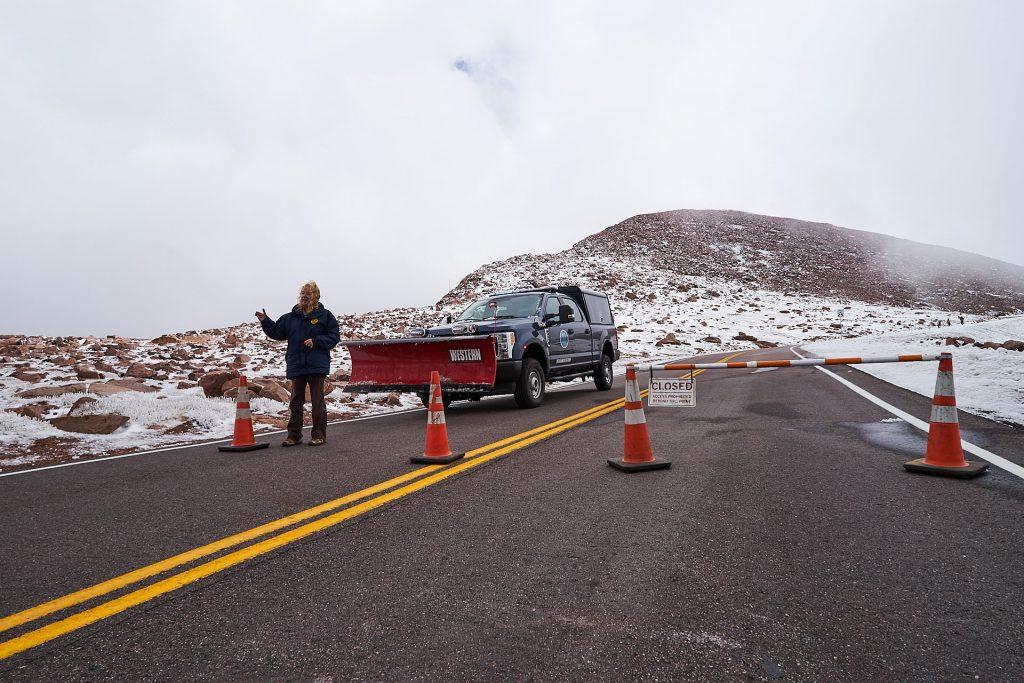 Die Straßensperre am Pikes Peak.